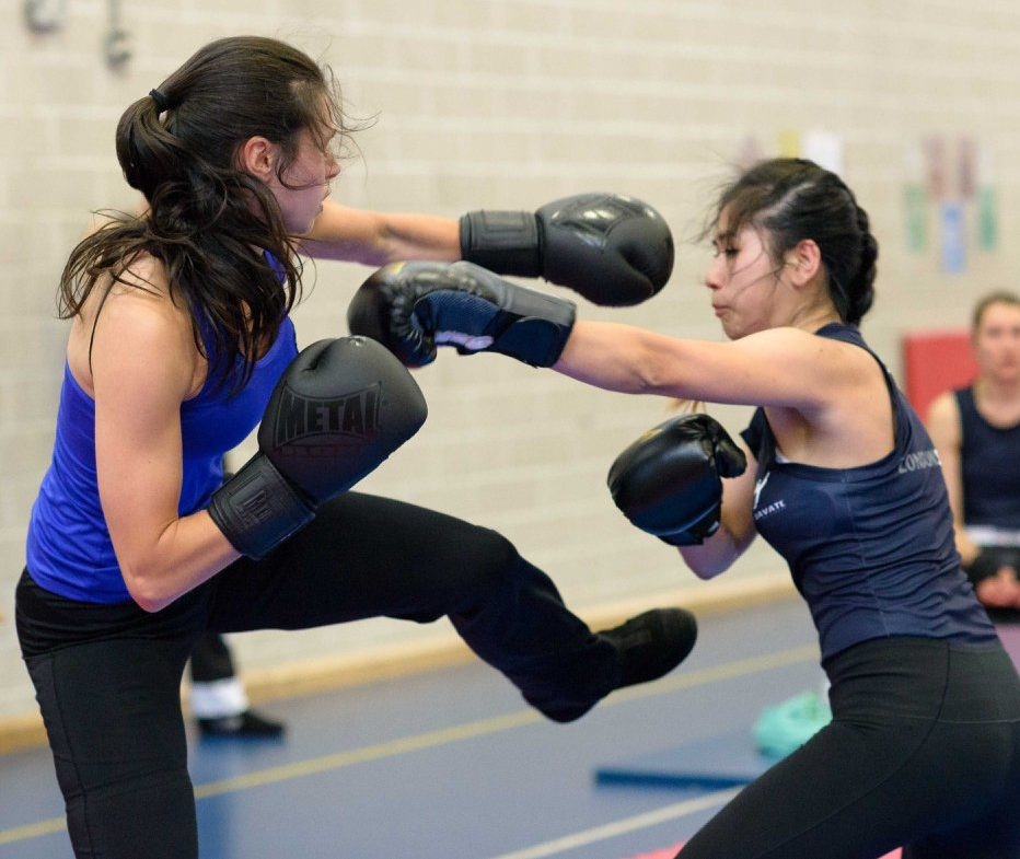 punching in savate female boxers